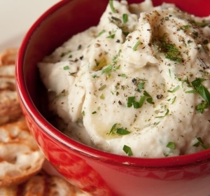 White Bean and Roasted Garlic Dip